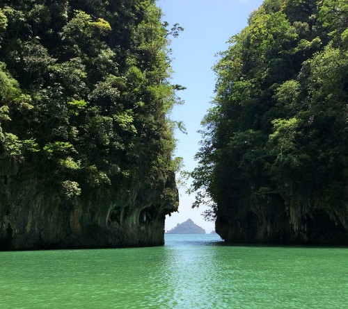 Jarringly stunning limestone cliffs in Krabi islands