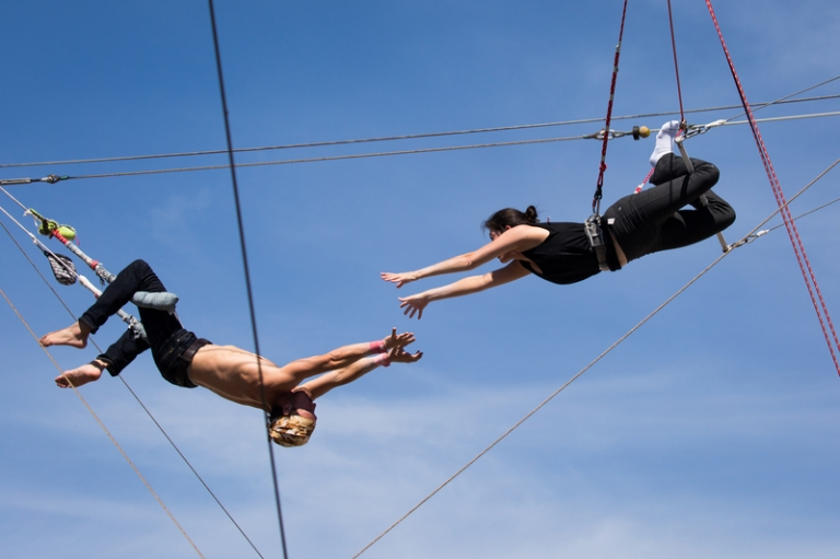 FLYING TRAPEZE2