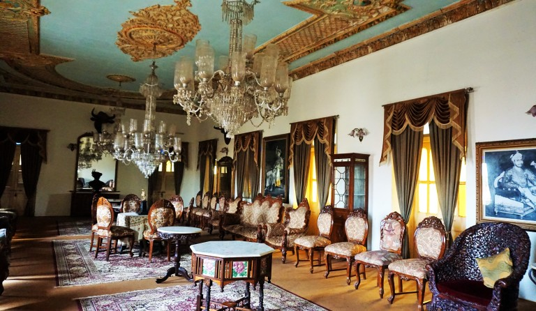 Drawing room at Phaltan Rajwada