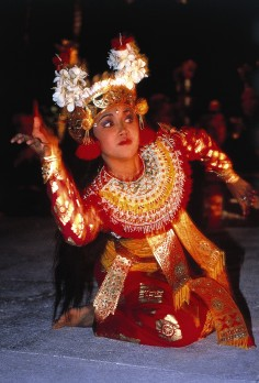 Balinese dancer at Tanjung restaurant